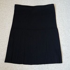 Exclusively Misook Pull On Drop Pleat Skirt